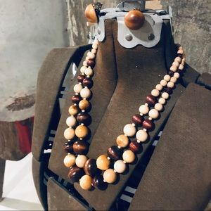 Vintage wooden beaded necklace and clip on earring
